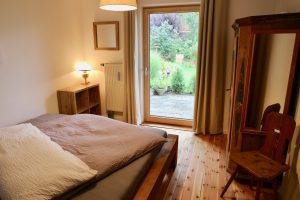 Blick von Schlafzimmer in Garten | Laubenstein