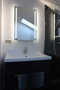 Waschbecken mit LED Spiegel | Zellerhorn